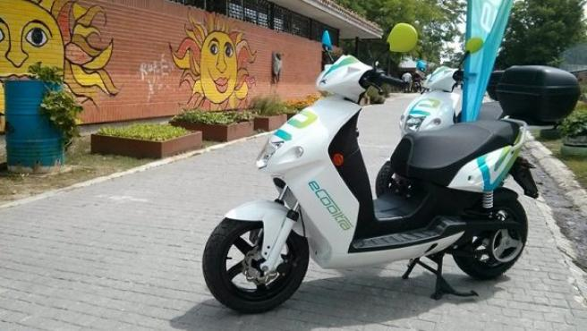 electric scooters are an efficient and non polluting way to get around town in Spain and Europe